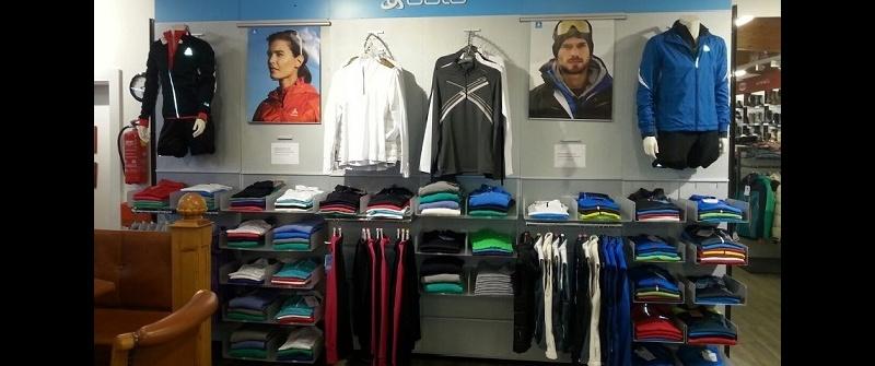 Modische Funktionsbekleidung bei Sport Wöll