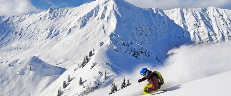 Mit dem Privatskilehrer in Tirols Skigebiete fahren.
