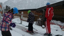 Mit dem Förderband von der Skischule Edelweiss skifahren lernen